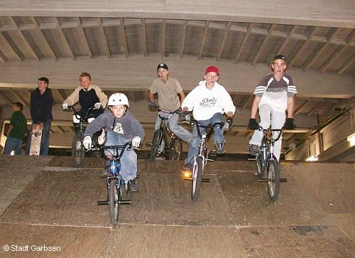 Garbsener BMX-Fans in der Skatehall