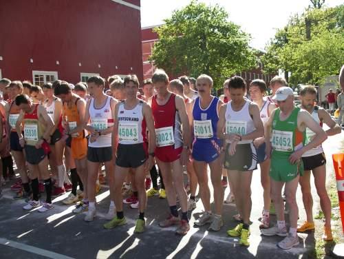 Start beim 10-Kilometer-Strassenlauf am Vortag (45043 Thomas Ruminski, 45040 Markus Pingpank)