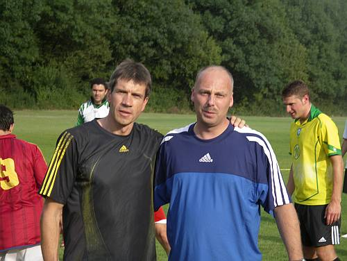 Die Trainer Thomas Ruminski (SV Eintracht Hiddestorf) und Sven Othersen (SC Hemmingen Westerfeld)