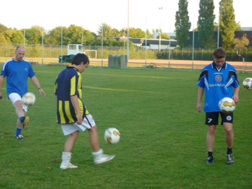 Lockerer Trainingsbeginn mit Ball