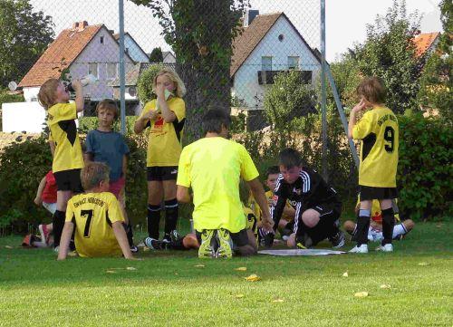 Mannschaftsbesprechung der EJugend des SVE Hiddestorf im Sommer 2009
