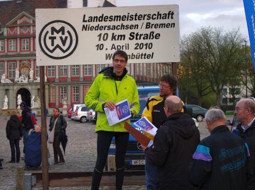 Landesmeister Thomas Ruminski Eintracht Hiddestorf bei der Siegerehrung in Wolfenbüttel