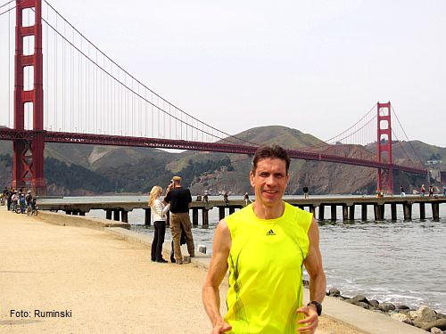 Thomas Ruminski beim Training an der Golden Gate Bridge in San Francisco, California, USA
