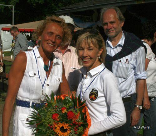 Regina Dieselhorst (1. Vorsitzende des VfB) und Doris Schröder-Köpf (v.l.)