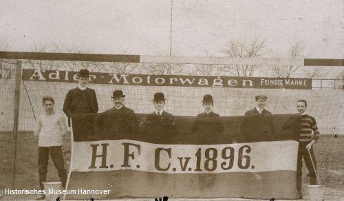 Älteste Aufnahme einer Vereinsfahne in den Farben Schwarz-Weiß-Grün (Foto: Historisches Museum Hannover)