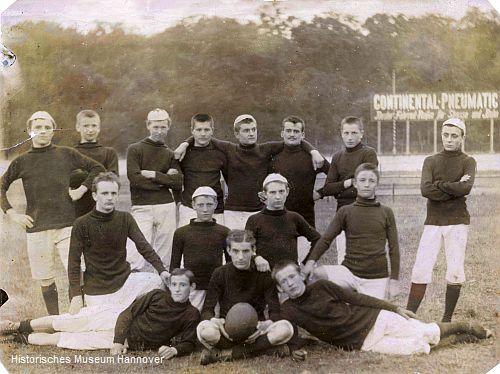 Erstes Mannschaftsfoto der 2. Mannschaft des H.F.C. von 1896 (Foto: Historisches Museum Hannover)