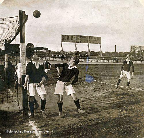 Szene aus einem Spiel der 1. Mannschaft gegen Viktoria Berlin (Foto: Historisches Museum Hannover)