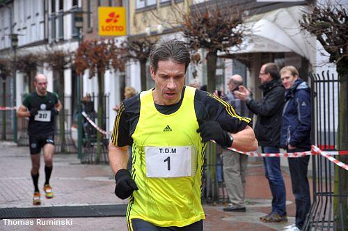 Mit der Nummer eins Europameister Thomas Ruminski (SVE Hiddestorf) beim Zieldurchlauf in der ersten von zwei Runden