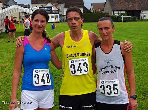 Larissa Scheidemann (MTV Holzminden), Thomas Ruminski (SVE Hiddestorf)  und Agata Krafczyk (Läuferteam Oker / v.l.)