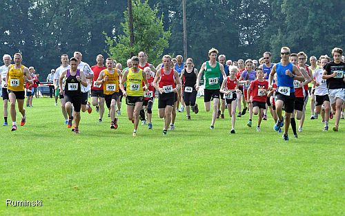 Start beim Lauf in Vinsebeck: Europameister Thomas Ruminski in gelb Nummer 420