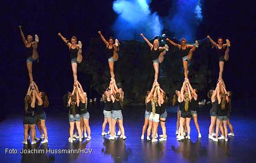 Über 800 Besucher zur Cheerleader-Show im Theater am Aegi (Foto: Joachim Hussmann/HCV)