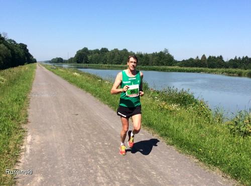Europameister Thomas Ruminski beim 7. Haster Kanal-Lauf am Kanal